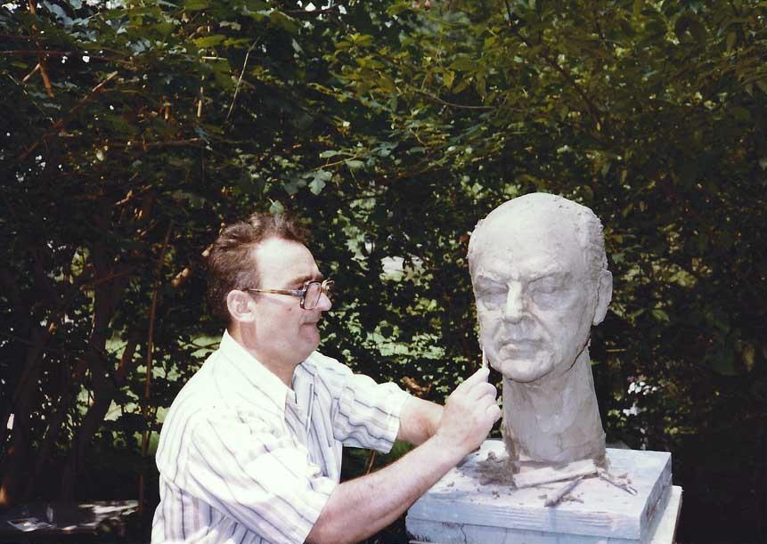Aurelian Cafengiu sculpting